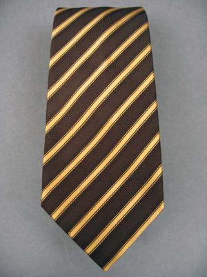 Tie Width : 3.375 inches,