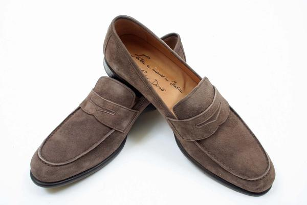 Style  : Loafer,  Construction  : Blake, Exterior Length : 12.25 inches, Exterior Width : 4 inches, Notes : Stamped UK 8-New Certo Shipment,  (Available in size 8, 9, 10)